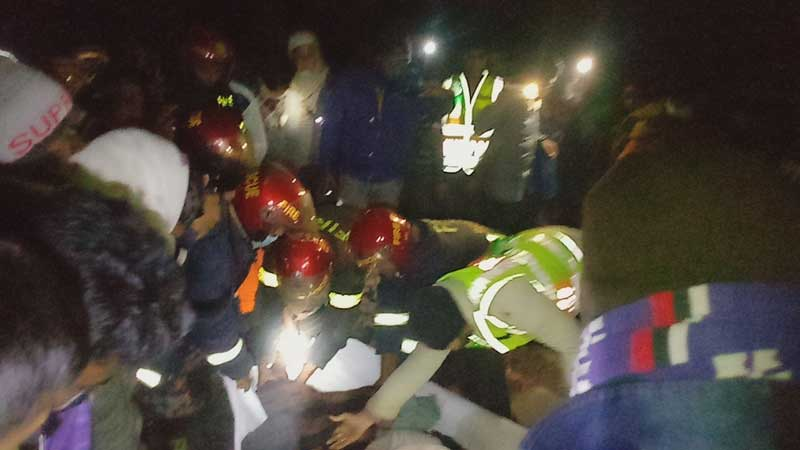 6 killed in Jhenidah truck-Nasimon collision