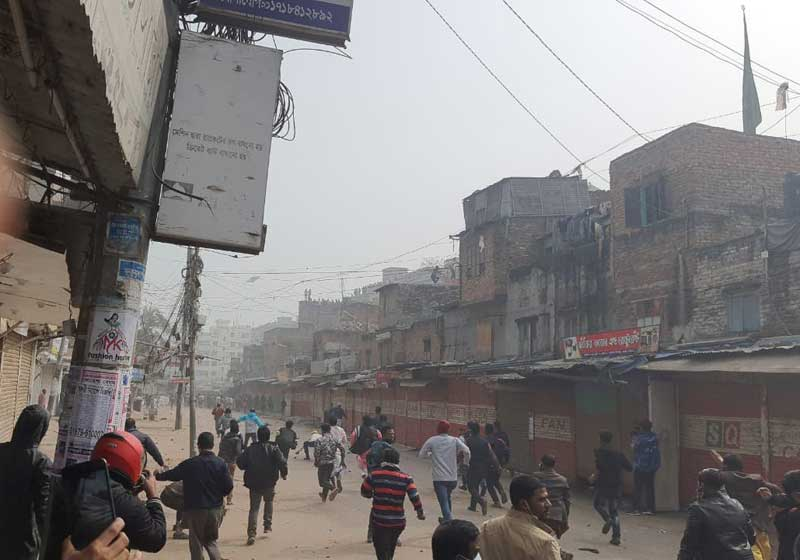 Police-grabbers clash during Mirpur eviction drive