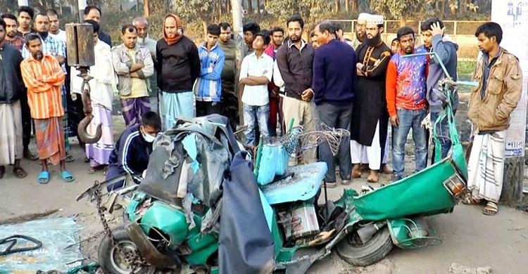 4 killed as bus rams auto-rickshaw in Bogura