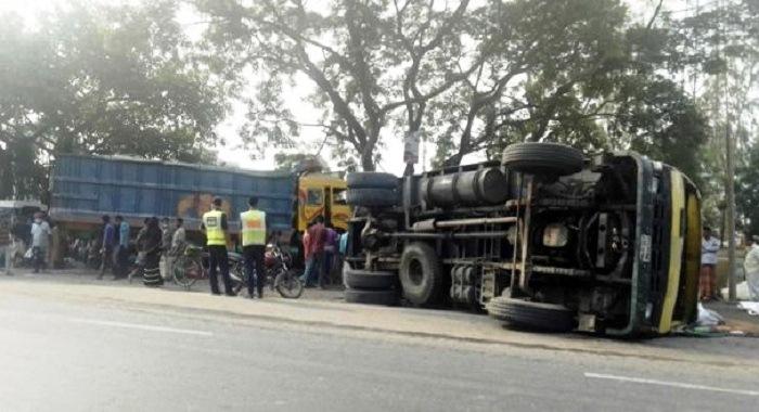 2 killed in Sirajganj road crashes