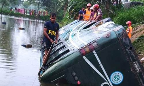 One killed, 20 injured as bus plunges into ditch in Tangail