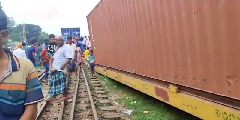 Derailment halts train services of Dhaka with Chattogram